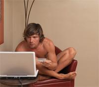 Мужчины смотрят порно. А твой мужчина порнозависим? Узнай!